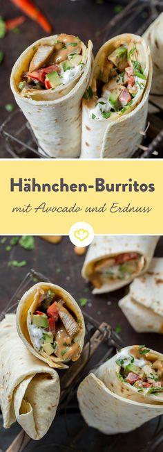 Im gefüllten Weizenfladen treffen 4 Aromagiganten aufeinander: würzig gebratenes Hähnchen, buttrige Avocado, schmelzender Käse und cremige Erdnuss-Sauce. Einmal eingerollt, gibt diesen raffinierten Burrito so schnell niemand mehr aus der Hand – es sei denn, er landet von dort aus auf direktem Wege im Mund.