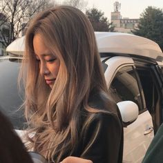 Find images and videos about girl, fashion and hair on We Heart It - the app to get lost in what you love. Kpop Hair Color, Hair Color Asian, Ombre Hair, Blonde Hair, Balayage Hair, Haircolor, Kim Chungha, Bad Hair Day, Ulzzang Girl