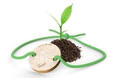 C'est l'idée ingénieuse de Treez, une petite entreprise française : vendre des bijoux éco-conçus et à chaque vente planter un arbre dans un lieu stratégique pour tenter de contrer (à son échelle) la déforestation. Treez (c'est le nom de cette société) commercialise des bijoux éco-…