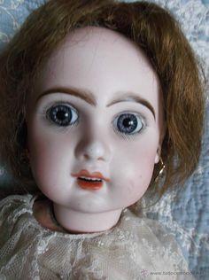 Fantástica muñeca Jumeau, hacia 1895, ropa y peluca de origen