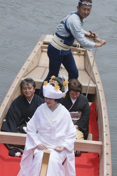 Traditional wedding :on the boat