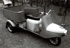 Scooters, Moto Scooter, 3rd Wheel, Cars And Motorcycles, Wooden Toys, Classic Cars, Wheels, Motorcycles, Motorbikes