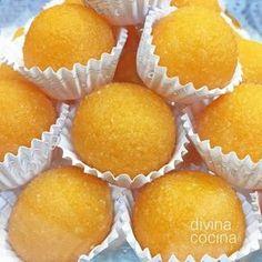 Estas yemas de naranja son fáciles de preparar y resultan muy frescas y aromáticas. Con la misma receta puedes preparar yemas de limón. Spanish Desserts, Mini Desserts, Sweet Recipes, Cake Recipes, Dessert Recipes, Cake Cookies, Cupcake Cakes, Homemade Sweets, Pan Dulce