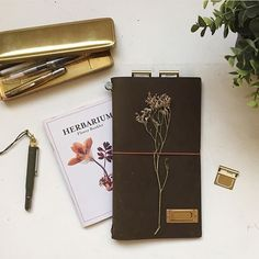 See the small herbarium booklet? That is our papier goodie in our English issue 17. We made it together with @dewereldvansnor. Thank you @thecuriousnomad for this ♡ picture. #flowmagazine