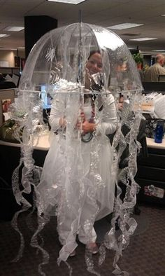 clara 39 s homemade jellyfish costume with lights gl h selbstgemacht und meerjungfrauen. Black Bedroom Furniture Sets. Home Design Ideas