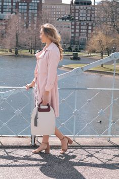 The warm weather is finally here! So, it's time to ditch the boring black and brown handbags for something a little brighter. Sharing my 3 favorite options from @ObagBoston #obag #ad