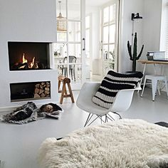 Nu even pauze op mijn werk maar om half 1 begint mijn weekend! Dan ga ik weer naar ons fijne huis! Alvast goed weekend allemaal!  #work #almostweekend #home #whiteliving #showhometop5 #nordicstyle #nordichome #nordicinterior #ilovemyinterior #interior4all #scandinavianinterior #scandinaviandesign #scandinavischwonen #vtwonenbijmijthuis #niceday