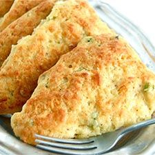When most people think of scones, they think sweet: classic currant, cranberry-orange, offbeat chocolate chunk. But scones are just as d. Cheese Scones, Savory Scones, Cheddar Cheese Recipes, Brunch Recipes, Breakfast Recipes, Muffins, Great Recipes, Favorite Recipes, Vegetarian Recipes