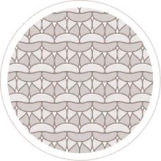 Découvrez cette jolie cape à capuche toute douce réalisée en ' Laine PARTNER 6', coloris sapin, en point mousse et point fantaisie.Modèle N°10 du catalogue N°123, Automne/Hiver 2015, Spécial Layette.