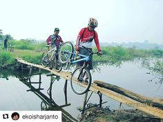 #Repost @ekoisharjanto  ga coba di gowes aja om? :3  Maju itu ke Depan bukan keBelakang lihat lah masa depan bukan masa lalu. .... #gowesholic #gowes #sepeda #mtbindonesia #mtb #offroad #rider #bikelife @pacificbikes #cool #cycling #pedal #bike #likeforlike #like4like #beauty #bekasi #bekasibanget #sepedasantai #funbike #adventure #holyday #travel #backpackerjakarta #fotooftheday #photography .... Loc : danau cibereum