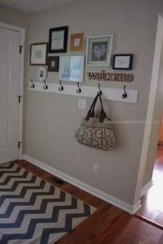 DIY Ideas for Your Entry – Frame Gallery In The Entryway – Cool and Creative Hom…  DIY Ideas for Your Entry – Frame Gallery In The Entryway – Cool and Creative Home Decor or Entryway and Hall. Modern, Rustic and Classic Decor on  ..  http://www.coolhomedecordesigns.us/2017/06/10/diy-ideas-for-your-entry-frame-gallery-in-the-entryway-cool-and-creative-hom/