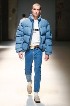 M1992 Fall 2018 Menswear collection, runway looks, beauty, models, and reviews.