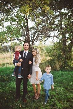 Cute photo of a family all dressed up! | Ledyz Fashions || www.ledyzfashions.com
