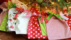 Wrapping idea: Christmas Book Bags #make #sew #gift