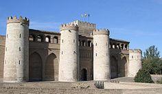 La Aljafería es un palacio fortificado construido en Zaragoza en la segunda mitad del siglo XI por iniciativa de Al-Muqtadir como residencia de los reyes hudíes de Saraqusta. Este palacio de recreo (llamado entonces «Qasr al-Surur» o Palacio de la Alegría) refleja el esplendor alcanzado por el reino taifa en el periodo de su máximo apogeo político y cultural.