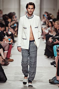 The Chanel 2014 Cruise (Men's fashion included) Fashion Deals, Kpop Fashion, Fashion Show, Mens Fashion, Runway Fashion, High Fashion, Chanel Men, Coco Chanel Fashion, Trend Forecast 2018