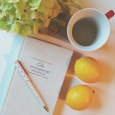 Morning rituals from @itsmejanicelee  warm water and lemon juice to detoxify the body, #fiveminutejournal to fill up with gratitude for the coming day  Share with us your morning rituals with the #fiveminutejournal