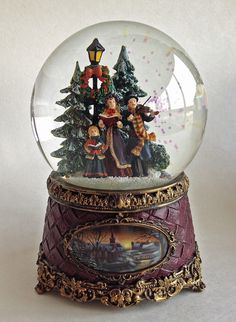 SNOW GLOBES - CHRISTMAS CAROLERS MUSICAL SNOW GLOBE - SNOWGLOBE