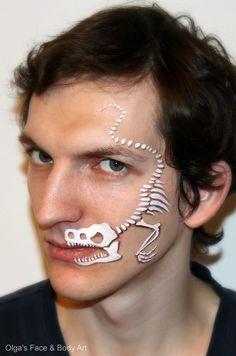 T rex bones - Jurassic Park Dinosaur Face Painting, Face Painting For Boys, Face Painting Designs, Paint Designs, Body Painting, Soirée Halloween, Halloween Makeup, Skeleton Face, Dinosaur Skeleton