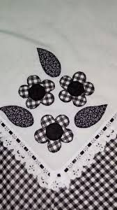 patch sofia e mel bebe Applique Patterns, Applique Quilts, Applique Designs, Quilting Designs, Embroidery Designs, Machine Quilting, Machine Embroidery, Flower Quilts, Quilted Table Runners