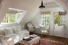 Country Style Inspiration: Cabbages & Roses - Home in Style - הבלוג לעיצוב הבית House Design, Pretty House, House Interior, Cottage Interiors, Home, Interior, Cottage Living, Home Decor, Room