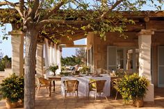 Rustic house in Mallorca, Spain Outdoor Rooms, Outdoor Dining, Outdoor Decor, Patio Dining, Dining Room, Spanish House, Spanish Style, Design Exterior, House Design