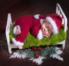 Baby Christmas Photos, Christmas Tree Farm, Christmas Love, Christmas Holidays, Christmas Wreaths, Merry Christmas, Xmas, Christmas Ornaments, Winter Gif