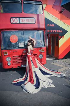 union-jack-london-bridal-shoot this is a dress i could wear! Union Jack Dress, Black Cab, British Wedding, Union Flags, Uk Flag, British Invasion, Bridal Shoot, London Calling, London England