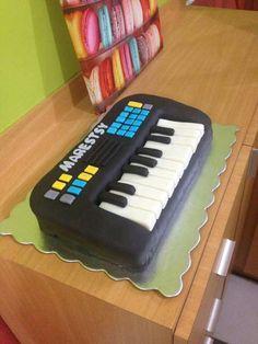 Torta escultura de teclado electrico para mi primita Marestsy #bestcake #maracay #deliprestigio #arte #forevergorditos