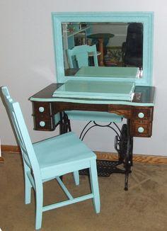 Vanity sewing machine Upcycle
