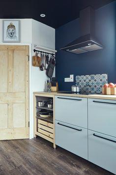 A Stylish Irish Cottage – The Global Villa Cottage House Designs, Ikea Units, Teal Chair, Banquet Seating, Chimney Breast, Tub Tile, Irish Cottage, Open Plan Kitchen, Kitchen Ideas