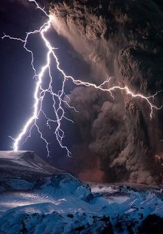 Intense lightning storms mixed with ash clouds to electrify the night sky over Iceland's Eyjafjallajökull volcano on Sunday. All Nature, Science And Nature, Amazing Nature, Beautiful Sky, Beautiful Places, Simply Beautiful, Amazing Places, Absolutely Stunning, Fuerza Natural