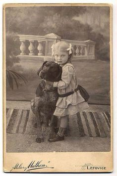 Photographic Studio Mathon, Letovice - Girl With German Shorthaired Pointer - History Vintage Children Photos, Vintage Pictures, Antique Photos, Vintage Photographs, Dog Photos, Dog Pictures, Vintage Illustration, German Shorthaired Pointer, Tier Fotos