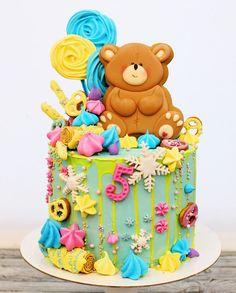 183 отметок «Нравится», 4 комментариев — Кондитерские Курсы пряники (@annagalich) в Instagram: «Торт для девочки Полины, которая влюблена в плюшевых мишек и сладости... #тортдлядевочки #тортик…»