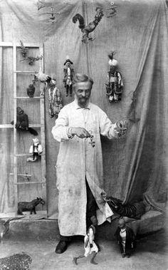 Anton Aicher, Salzburger Marionettentheater (1859 - 5 de febrero 1930) fue el fundador director artístico del Teatro de Marionetas de Salzburgo . Fundó la compañía en 1913 y fue su líder hasta su muerte.
