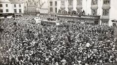 The day Bishop Auckland FC arrived home from winning the cup. Bishop Auckland, North East England, Newcastle, Dolores Park, Street View, Durham, History, Places, 1950s
