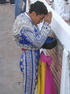 "I love the outfit of the ""Matador"" but I didnt like going to the Plaza de Toros to see the bull fights Matador Costume, Spain Culture, Clothing And Textile, People Of The World, Style Inspiration, Beautiful, My Style, Outfits, Clothes"