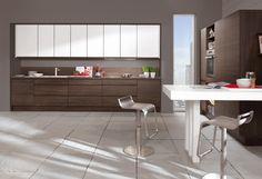 Küche in dunklem Holz von Nobilia / Dark wood kitchen by Nobilia