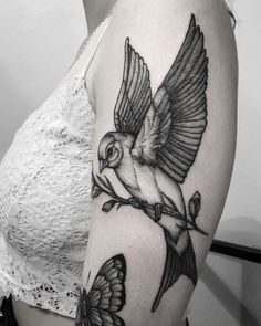Tatuagem feita por Jubba Oliveira de São Paulo. Pássaro em blackwork. Dope Tattoos, Dream Tattoos, Pretty Tattoos, Future Tattoos, Body Art Tattoos, Sleeve Tattoos, Tatoos, Black Bird Tattoo, Black Tattoos