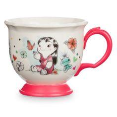 ¡Esta taza es tan bonita que parece llegada de otro mundo! Es perfecta para fiestas o para tomar una bebida caliente antes de ir a la cama, e incluye una elegante ilustración de la intrépida pareja de personajes.