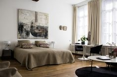 Overnachten in Maastricht bij galerie hotel Dis - Foodinista Hotels, Furniture, Home Decor, Decoration Home, Room Decor, Home Furnishings, Arredamento, Interior Decorating