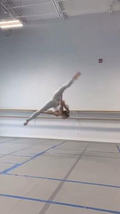 Ballet Dance Videos, Dance Tips, Dance Choreography Videos, How To Do Gymnastics, Gymnastics Tricks, Contemporary Dance Videos, Modern Dance, Dance Positions, Flexibility Dance