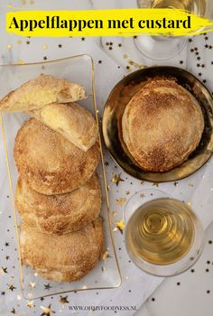Appelflappen met custard Custard, Cheesesteak, Eating Well, A Food, French Toast, Bakery, Healthy Recipes, Healthy Food, Bread