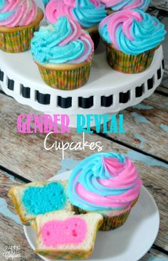 Gender Reveal Cupcakes Gender Reveal Cupcakes from Raining Hot Coupons. Aren't these cupcakes just adorable? If you are having a baby and want to surprise everyone with the gender (or if you know someone who is) I highly recommend making these cupcakes. Gender Reveal Food, Simple Gender Reveal, Gender Reveal Announcement, Baby Announcements, Baby Reveal Cupcakes, Baby Shower Cupcakes, Cupcakes Kids, Blue Cupcakes, Gender Party