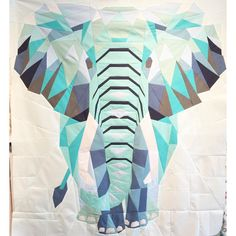 For Kyle with tigers.Gorgeous elephant quilt by Dorthe Niemann of Lalala Patchwork. Quilting Projects, Quilting Designs, Sewing Projects, Paper Piecing Patterns, Quilt Patterns, Patchwork Patterns, Crochet Patterns, Elephant Quilt, Straight Line Quilting