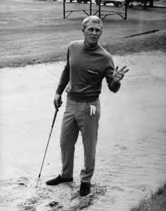 Steve McQueen plays the most stylish anti-hero ever to appear on screen in The Thomas Crown Affair. Directed by Norman Jewison in McQueen acts the part of a debonair ecutive with plans to. Steven Mcqueen, Steeve Mac Queen, Steve Mcqueen Style, Thomas Crown Affair, Golf Pictures, Golf Images, Vintage Golf, Golf Fashion, Style Fashion