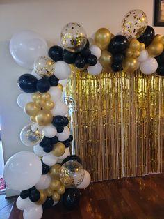 Masquerade Party Decorations, Birthday Balloon Decorations, Prom Decor, Graduation Decorations, Baloon Garland, Black And White Balloons, Celebration Love, Christmas Balloons, Graduation Balloons