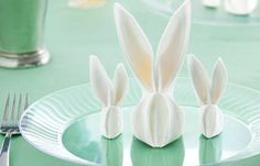 How to fold Bunny napkins for your Easter table. Easter Crafts, Holiday Crafts, Holiday Fun, Easter Ideas, Easter Bunny, Easter Eggs, Happy Easter, Bunny Napkin Fold, Ostern Party