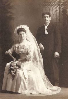 Funny Wedding Photos, Vintage Wedding Photos, Wedding Dresses Photos, Wedding Bridesmaid Dresses, Vintage Bridal, Vintage Weddings, Wedding Gowns, Wedding Shot, Country Weddings