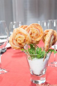 Puff pastry lollipops with york ham and cheese Mini Hamburgers, Ham And Cheese, Key Lime, Sin Gluten, Flan, Love Food, Catering, Queso, Brunch